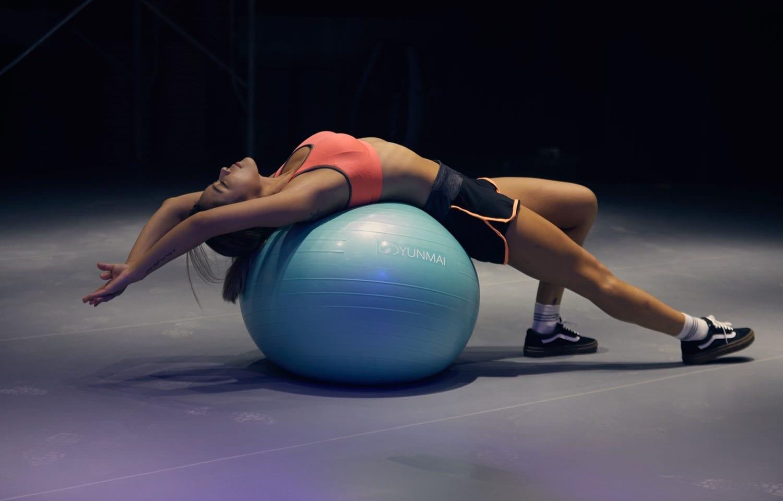 keuntungan olahraga fitness ball